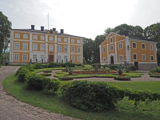 Julita - Huvudbyggnad och södra flygeln